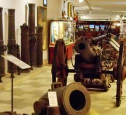 Museo Militar Regional de Sevilla en Distrito Sur